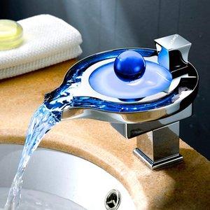 Robinet de lavabo avec robinet à cascade LED de puissance de l'eau 3 couleurs changeantes en fonction de la température de l'eau, chrome polonais