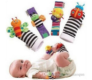 2019 nueva llegada superventas Sozzy traqueteo de la muñeca del buscador del pie del bebé juguetes del traqueteo del bebé calcetines de Lamaze felpa muñeca Rattle + Foot bebé de juguete 1set = 4pcs
