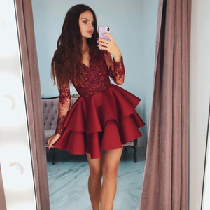 Adorável Moda Celebridade Cocktail Dress Vermelho V-Neck Homecoming Vestidos Elegante Tiered Manga Longa Frisado Lace Applique Curto Prom Dress