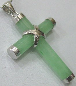 Venta al por mayor verde negro rojo amarillo azul blanco cáscara de jade colgante de la cruz 2pc / lot naturales