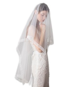 1.6M 1Tier Elegent Lace Appliques Edge Wedding Veil with Comb Ivory White
