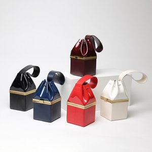 2017 nuevo bolso bolso de la cena de la caja del cuero de charol del oro mini pequeño bolso genuino cuadrado