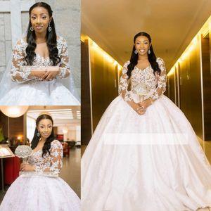 Afrique du Sud Dubaï Style Robes De Mariée De Mariage Robe 2019 Vintage À Manches Longues Sheer Dentelle Appliques Col En V Longue Robes De Mariée Plus La Taille