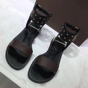Mais recente Marca Mulheres sapatos de grife de Couro Imprimir Sandália Striking Gladiador Estilo Designer de Couro Liso Plana Plana Sandália Plana