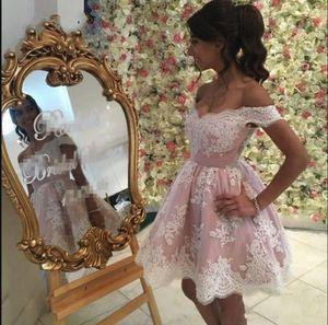 2018 Elegant Sexy Schulterfrei A-Linie Heimkehr Kleider Spitze Applikationen Ärmellos Geraffte Knielangen Cocktailkleider Kurzes Mini Abendkleid