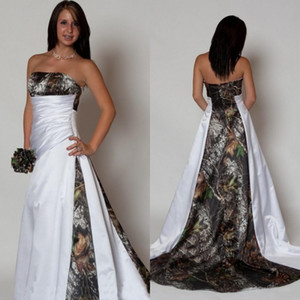 컨트리 스타일 카모 웨딩 드레스 2019 새로운 패턴 Strapless 라인 예배당 열차 화이트 새틴 및 Realtree 위장 브라 가운