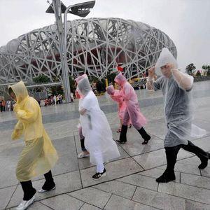 Одноразовые дождевики мода горячие одноразовые PE плащи пончо дождевики путешествия пальто дождя Дождь носить путешествия пальто дождя HH7-881