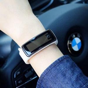 2018 Heißer sal wholesale neue Art- und Weisesport-LED Uhr-Süßigkeit-Gelee-Mannfrauen Silikon-GummiTouch Screen Digital-Uhr-Armband-Armbanduhr