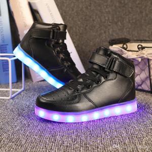 4pcs los más nuevos zapatos ligeros de los muchachos de las muchachas LED de los niños, 3 LED colorean la moda USB de las zapatillas de deporte de la carga, zapatillas atléticas de las luces que destellan de los niños DHL libre