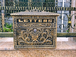 Vintage Bronze Look Cast Aluminum Mailbox Postbox Mail Box Flower Wall Mounted Letters Box Metal Garden Supplies Decoration Antique Craft