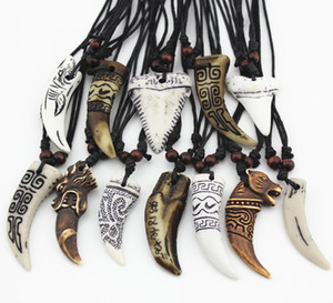 Mode Bijoux En Gros 12 PCS / LOT Mixte Cool Imitation Os Sculpté Dragon Totem Requin / Loup Dent Pendentif Collier Amulettes Drop Shipping
