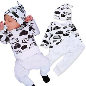 2018 Juegos de ropa de otoño recién nacido bebés niños niñas nube impresa camisetas Tops + pantalones blancos + gorra 3pcs trajes ropa de moda infantil Sui