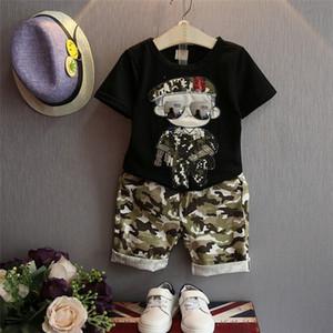 Kamuflaj Erkek Bebek Iki Parçalı Set Moda Yaz Askeri Lüks Nakış Kısa Kollu T-shirt + Pantolon Set Bebek Erkek Giysileri Set Wholesal