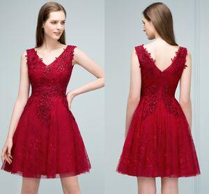 Recién llegado Sweet Short Lace Homecoming Dresses 2018 Borgoña V Neck apliques sin mangas Cocktail Party con cremallera Back CPS801