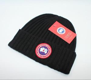 Şapkalar Yüksek kalite lüks moda eğlence Kasketleri Katı Hip-Hop Yapış Slouch Skullies Bonnet bere Noel hediyesi için severler Şapka 161