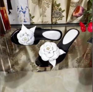 Женщины лето Дизайн Бренда черный котенок каблук цветы сандалии стиль высокого качества случайные открытый тапочки Дамы Платье Каблуки Размер 34-41 Zapatos