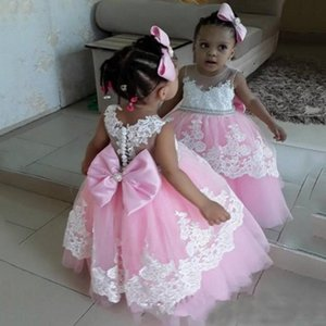Симпатичные розовые Цветочные Девушки Платья Драгоценные Желающие Шеи Без Рукавов Пагенты Пагентные Платья На молнии с белыми Кружевами Аппликация Мравнизированные Откатные платья