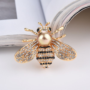 Design of Freshwater Pearl Bumblebee Pin Luxury Brooch by New Hot-selling Crystal Bee Brooch Female Accessories Designer