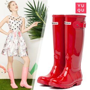 2019 NUEVAS Mujeres RAINBOOTS Moda Hasta la rodilla Botas de lluvia altas Botas impermeables Welly Botas de goma Zapatillas de lluvia Zapatos para el agua Zapatos para la lluvia
