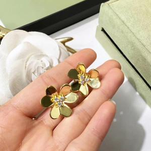 2018 Pendientes largos de flores de tres pétalos de flores de tres hojas Flor de latón chapado Pendientes de oro rosa de 18 quilates