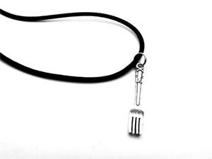 12 ADET-Retro Küçük kaşık çatal charm kolye antik gümüş çatal kolye basit mutfak aracı enstrüman charm kolye deri halat kolye