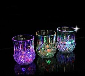 tazze colorate flash del chiavetta LED tazze di vetro creative del vino del partito della luce hanno condotto le tazze di colore di induzione di acqua della tazza dell'ananas di incandescenza variopinte