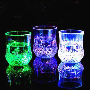200 ml LED Sensor de copa Copa de vino tazas de vino de piña intermitente automática Light Up Mug Whiskey Shot Drink Glass Cup para Navidad