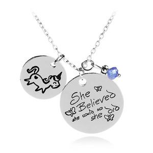 Mão Carimbada Ela Acreditava Que Ela Poderia Então Ela Fez Pingente de Cavalo Neckalce Azul Talão Inspirational Inspirational Jewelry Graduation Gift