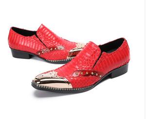 Kırmızı düğün ayakkabı erkekler moda altın demir kafa Resmi Ayakkabı Iş Elbise borgues oyma Oxfords Deri Ayakkabı