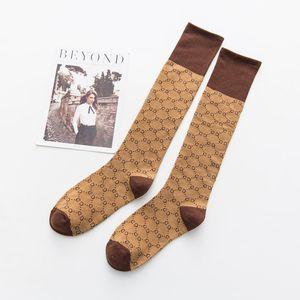 Full G Calcetines casuales Semana de la moda Otoño e invierno Nuevos productos Soporte Calcetería Algodón Calcetines de tubo alto al por mayor