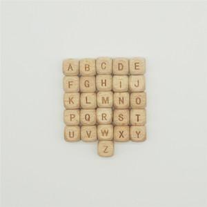 100 unids / lote 10mm 12mm Cubo Cuadrado Beech Wood Beads Láser Talla Granos de la Letra Para DIY Artesanías Collares Joyería de Madera que Hace