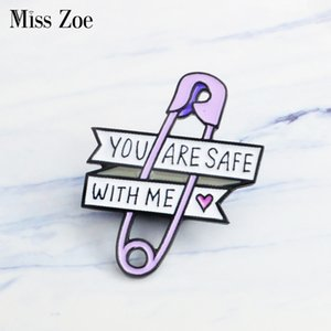 Miss Zoe Paars Papier Clip Clip Emaille Pins Little Heart Broshe подарок Icon Badge джинсовые джинсы реверс PIN CLEDING CAP BAG творческий подарок Meisje