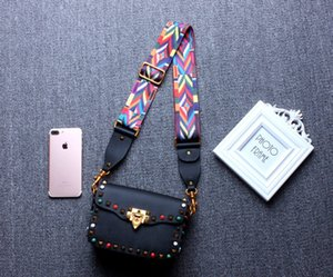 The new lady's color rivets small square bag the head layer cowhide slanting across the woman's shoulder band single-shoulder bag
