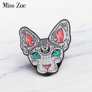 Miss Zoe Canadian emaille sin pelo Heks kat Broches Regalo para vriend Animal Pin Badge Knop Revers pin para Kleding Jeans cap zak