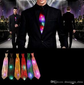 LED Lumière Cravate Tie Cravate LED Mens Fary Lights Saisisss Clignotant Crousely Glow dans le noir pour les clubs de nuit de fête