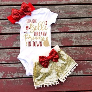 Yaz kızlar mektubu giyim seti Kısa kollu üçgen tulum + madeni pul şort + ilmek Saç bandı 3 adet setleri mektupları rompers suit sıcak satış