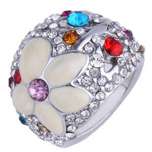 Las nuevas mujeres de la llegada forman los cristales de la joyería el aceite de la aleación del diamante cae el anillo de las flores del día de los enamorados del regalo del festival de la Navidad