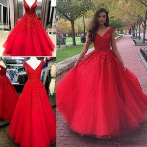 Red A Line Quinceanera Dresses Nuevo Cuello en V Tulle apliques de encaje con cuentas Belt Long Sweet 15 For Girls Formal Prom Party Gowns