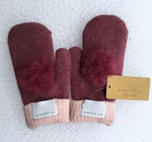 Gants de marque pour femmes mode pour hiver et automne gants de mitaines en cachemire avec une belle balle de fourrure sport en plein air chaud gants d'hiver 8 couleurs