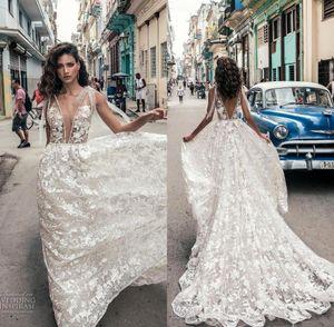 Abiti da sposa backless con scollo a V profondo con scollo a V sexy di Cuba Abiti da sposa in tulle con applicazioni floreali
