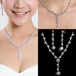 2020 New Hot Cristal argent strass plaqué collier Sparkly boucles d'oreilles ensembles de bijoux de mariage pour la mariée de demoiselles d'honneur femmes Accessoires de mariée