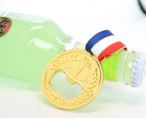 Abrebotellas de botella de cerveza de metal abrebotellas ganador de estilo de medalla de oro diseña abrebotellas de tapa de vaso de vino cocina barra de herramientas