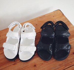 Sandalias de las mujeres Boutique Travel Simple Lujo noble Grueso inferior de piel de cordero de gamuza Marca de Moda Sexy Expuesto toe ladies hueco sandalias casuales