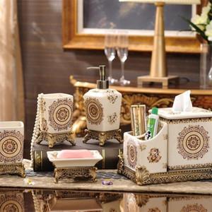 Moda Feito à Mão Banho Conjuntos Luxury Soap Cerâmica Garrafa Dish porta-escovas Cup terno clássico Para Casa Bath Acessório Define 115fy BB