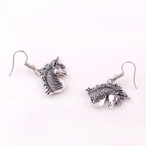 Gümüş Renk UNICORN kolye Ortaçağ Unicorn Magick Aşk Muska Charm Sarkık Küpe Takı
