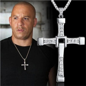 سريع وغاضب 8 Moive قلادة الصليب قلادة القلائد دومينيك Toretto قلادة مع قلادة كريستال للرجال