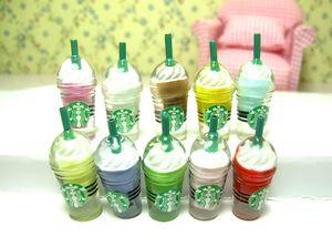 Sorvete Em Miniatura casa de bonecas Sundae milkshake Copos de Café Cozinha Comida Bebida 1: 6 Scale Model toy Multicoloured Fada Jardim de decoração Para Casa