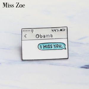 Bayan Zoe Obama tekst bericht emaille pim IK MIS JE Broşlar Hediye voor vrienden Grappige Pin Badge Knop Revers voor kleding kap zak
