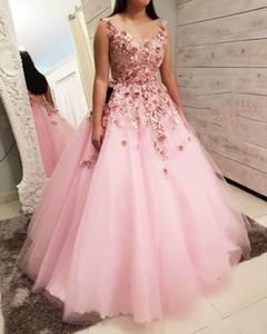 2019 로즈 핑크 볼 가운 Quinceanera 드레스 V 목 3D 꽃 레이스 골동품 골치 아픈 건 돌아 오지 Sweep Train Sweet 16 Party Prom Evening Gowns