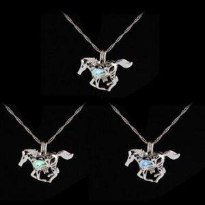 Collana di moda magica luminosa con il cavallo scuro Collana di maglione con unicorno Nuovo fascino di design Catene placcate argento Collane 100 pz